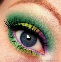 this looks like my eyes I do on mardi gra.. Gras makeup, green, gold, and purple!