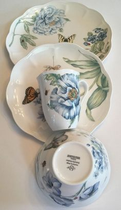 Lenox China Butterfly Meadow Blue Place Setting for sale online Lenox Butterfly Meadow, Lenox China, Metal Dining Table, Vintage Plates, Elegant Dining, China Patterns, Place Settings, Selling On Ebay, Cobalt Blue
