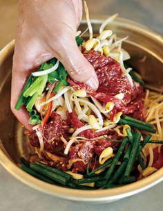 コウケンテツさんの「プルコギ」レシピなら、子どももパクパク食べられる! | LEE Asian Cooking, Korean Food, Japanese Food, Japchae, Love Food, Food And Drink, Cooking Recipes, Lunch, Beef