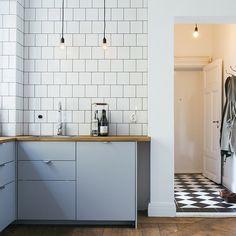 New kitchen ikea veddinge grey Ideas Kitchen Ikea, Kitchen Dinning, Kitchen Interior, Home Interior Design, Kitchen Decor, Kitchen Design, Custom Kitchen Cabinets, Scandinavian Kitchen, Retro Home Decor