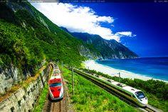 Puyuma Express and Taroko Express passing along the east coastline of Taiwan. Chingshui Cliff. Hualien #Taiwan 普悠瑪列車與太魯閣號奔馳於清水斷崖
