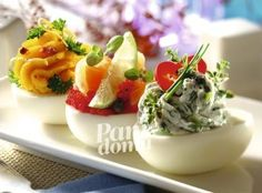 Jajka faszerowane pastami Easter Recipes, Holiday Recipes, Snack Recipes, Cooking Recipes, Czech Recipes, Ethnic Recipes, Good Food, Yummy Food, Party Finger Foods