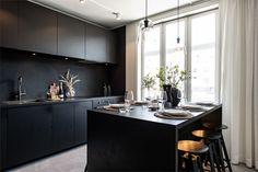 Un appartamento dal design total black (Coffee Break Home Design, Modern Design, Open Concept Home, Top Interior Designers, Blog Deco, Cuisines Design, Wabi Sabi, Apartment Design, Contemporary Interior