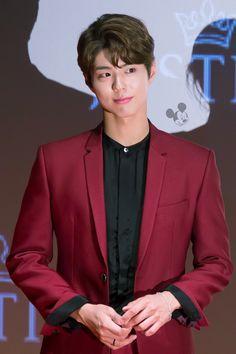 Park Bogum <3 Korean Celebrities, Korean Actors, Celebs, Korean Idols, Park Bo Gum Wallpaper, K Park, Park Bogum, Handsome Asian Men, Kim Jisoo