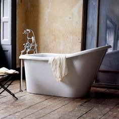Burlington Emperor Single Ended Freestanding Slipper Bath 1530 x Traditional Baths, Traditional Bathroom, Burlington Bathroom, Bathroom Fitters, Bath Fitters, Bath Mixer Taps, Shower Fittings, Roll Top Bath, Relaxing Bath