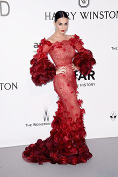 Katy Perry attends the amfAR Cinema Against AIDS Gala during the Cannes Film Festival wearing Marchesa Fall 2016 RTW Donatella Versace, Taylor Swift, Galas Photo, Lorie, Katy Perry Pictures, Flower Power, Jenifer, Girl Emoji, Harry Winston