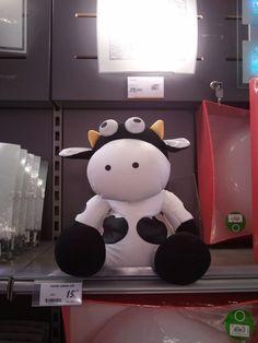 Peluche encarcelado en una tienda, esperando a ser comprada