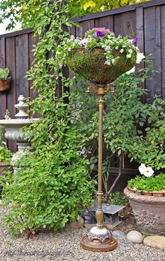 33 Inspiring Unique Garden Decor Ideas - Gardening is not a work that has to be completed somehow. Majority of the people who have a garden in their house prefer looking after or at least sup. Garden Junk, Garden Yard Ideas, Garden Cottage, Garden Crafts, Garden Projects, Fence Garden, Garden Whimsy, Garden Bar, Veg Garden