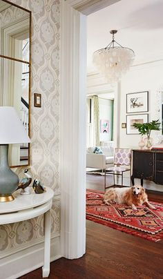 House Tour Balancing Act is part of Wallpapered entryway What& the secret to the contemporary and vintage mix in this St Louis designer& home As with most things in life, it& all about balance - Design Entrée, House Design, Foyer Decorating, Interior Decorating, Decorating Ideas, Living Room Decor, Living Spaces, Traditional House, Modern Traditional Decor