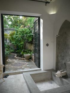 Ex-large bath room that opens to the garden or pool.
