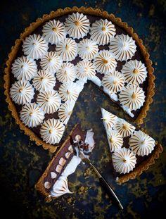 Meringue chocolate tart