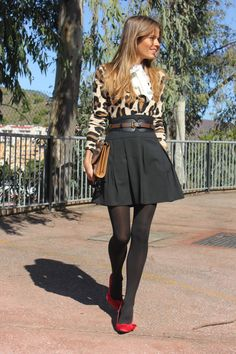 Love the cardigan tucked into the skirt Colored Tights Outfit, Black Tights Outfit, Fashion Tights, Cozy Fashion, Autumn Fashion, Pantyhose Outfits, Smart Outfit, Hot Outfits, Classy And Fabulous