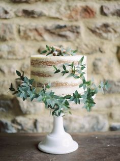 Rustic Wedding Inspiration by Wedding Creations UK and Theresa Furey Photography. Beautiful elegant rustic wedding details for brides-to-be. Wedding Cake Rustic, Rustic Cake, Beautiful Wedding Cakes, Beautiful Cakes, Amazing Cakes, Bolos Naked Cake, Naked Cakes, Bolo Hippie, Single Tier Cake