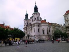Durch die wunderschönen Gassen der Altstadt erreichten wir dann den legendären Altstädter Ring. Hier wird klar, warum Prag UNESCO Welterbe ist. Dieser Platz zählt zu den schönsten und berühmtesten Plätzen Europas.........mehr schönes über Prag unter:  http://welt-sehenerleben.de/Archive/184/prag-moldaumetropole-zwischen-kafka-bier-und-kaffeehauskultur/