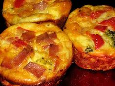 Healthy yummy breakfast on-the-go - Crustless Quiche Muffins {with turkey bacon, onion, red pepper, broccoli and cheddar cheese}