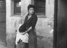 Anna Magnani in L'onorevole Angelina di Luigi Zampa, 1947. Foto di Ettore Pesce