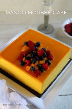 Peach and orange mousse cake recipe Mango Mousse Cake, Mango Cake, Mousse Dessert, Orange Mousse, Asian Desserts, Mini Desserts, Sweet Desserts, Delicious Desserts, Mango Recipes