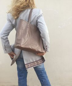 Bag Made with great care and love of Italian leather . Been designed to be worn in all case.  ~~ Italian leather       Nude Beige Distressed leather bag .Nude leather bag  ...