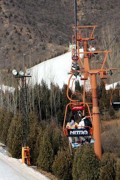Going Up. Jundushan Ski Resort, Beijing, CHINA.    (by Cristóbal Alvarado Minic, via Flickr)
