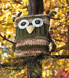 This owl pillow is one of the many free patterns available to crochet for fall