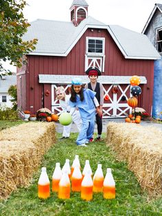 Plan a Backyard Halloween Party with Games and Decorations Source by lbakhos Outdoor Halloween Parties, Halloween Games For Kids, Halloween Carnival, Kids Party Games, Halloween Birthday, Family Halloween, Diy Halloween Decorations, Halloween Party Decor, Halloween House