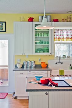 Sunny Retro Kitchen by LOLren on Flickr.