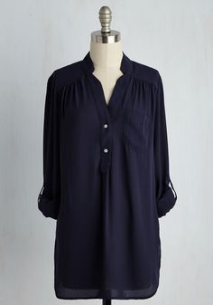 Pam Breeze-ly Tunic in Navy. When you want a work wardrobe thats subtle, stylish, and a little bit romantic, make this breezy, navy blue blouse your business! Vintage Shorts, Vintage Outfits, Professional Wardrobe, Work Wardrobe, Capsule Wardrobe, Navy Blue Blouse, Navy Tunic, Indie Outfits, Work Blouse