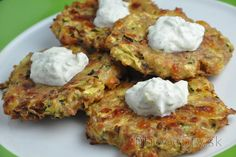 Delicious healthy fritters without frying? You will fall in love with these baked zucchini-tuna fritters. Healthy Meals For Kids, Healthy Baking, Zucchini Fritters, Zucchini Pancakes, Vegetarian Recipes, Healthy Recipes, Sans Gluten, Fără Gluten, Gluten Free