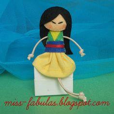 Doll brooch #Mulan handmade in felt. Broche muñeca Mulan hecho a mano en fieltro.