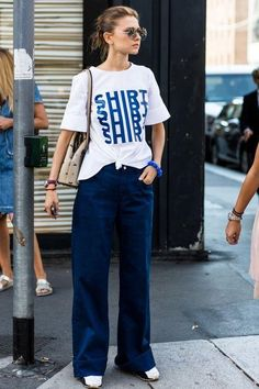 Street style from Milan Fashion Week spring/summer - Vogue Australia Cool Street Fashion, Look Fashion, Trendy Fashion, Fashion Outfits, Womens Fashion, Fashion Trends, Milan Fashion, Jeans Fashion, Fashion Boots