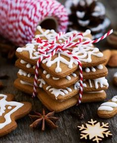 Holiday season is here. Starting this week health conscious people everywhere are bracing themselves for two solid months of parties . Christmas Food Gifts, Christmas Dishes, Xmas Food, Christmas Sweets, Christmas Baking, Christmas Cookies, Biscotti Cookies, Cake Cookies, Italian Cookies