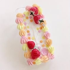 One more case for the night. This beauty belongs to @onion.fairy  #decoden #decocase #decodencase #cakecase #fruit #fakefruit #decosweets #sweetlolita #miaouchaton