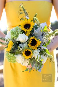 24 brilliant sunflower wedding bouquets for happy wedding more sunflower weddings sunflowers and weddings ideas