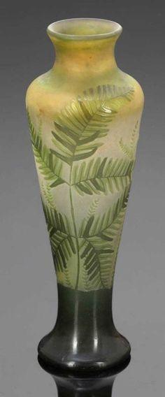 Lot : Vase  - Émile Charles Gallé, Nancy 1908-1914. - Farne und Blätter - Opakweißes[...]   Dans la vente Art, Antiquités, Objets de Collection à Kastern GmbH & Co KG