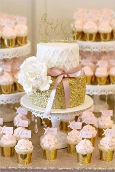 Gold Wedding Cakes A Pink and Gold Reception You Wont Believe - You can't go wrong with pink and gold, and this next couple took that idea to the MAX! This wedding had A Pink and Gold Reception You Wont Believe! Rodjendanske Torte, Gold Party, Wedding Cupcakes, Cupcake Wedding Display, Savoury Cake, Shower Cakes, Dessert Table, Beautiful Cakes, Cake Designs