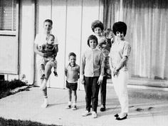 Priscilla with her brothers, sister and mother Elvis Presley Priscilla, Elvis Presley Family, Elvis Presley Photos, Lisa Marie Presley, Freddy Rodriguez, Robert Sean Leonard, Baby Toms, Young Elvis, Biological Father