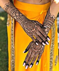 Simple Mehendi designs to kick start the ceremonial fun. If complex & elaborate henna patterns are a bit too much for you, then check out these simple Mehendi designs. Wedding Henna Designs, Indian Henna Designs, Mehandhi Designs, Engagement Mehndi Designs, Latest Bridal Mehndi Designs, Full Hand Mehndi Designs, Henna Art Designs, Mehndi Design Photos, Dulhan Mehndi Designs