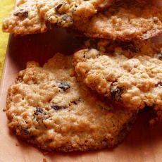Crispy Chewy Oatmeal-Raisin Cookies