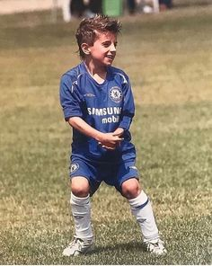 Mason Mount reveals unseen throwback pic making Chelsea debut aged six as fans pay tribute to him for 'living the dream' - Sporting Excitement Fc Chelsea, Chelsea Football, British Football, Soccer Guys, Football Boys, Football Players, Chelsea Wallpapers, Chelsea Fc Wallpaper, Iker Casillas