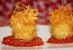 Patatas bravas crujientes Más Appetizer Recipes, Snack Recipes, Cooking Recipes, Yummy Snacks, Yummy Food, Tapas Menu, Spanish Tapas, Mini Foods, Appetisers