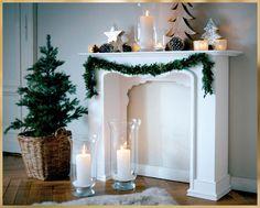 Da macht selbst Santa große Augen. Mit dieser liebevoll gestalteten #Kaminkonsole zauberst Du auch ohne knisternd-flammende Holzscheiben behagliche Kaminatmosphäre in Dein Zuhause. #Weihnachten