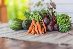 Carrots and other Fall Vegetables that are Sweeter After a Frost Fall Vegetables, Growing Vegetables, Veggies, Detox Shakes, Fall Crops, Cold Frame, Vegetable Seasoning, Autumn Garden, Vegetable Garden