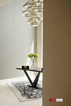 05/02 No olvides que, sin importar su forma, toda mesa es susceptible a complementarse con una lámpara colgante. #inspirate #luz #iluminacion #lamparas #tips #casa #home #quetucasaabrace #manosalaobra #diseño #design #interiordesign #designersdaily #diariodeunadiseñadora
