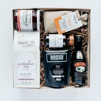 Yahoo! Kick up your heels with one of these STAMPEDE Breakfast Boxes ||  stampede breakfast // pancake breakfast // breakfast box // predesigned breakfast box //  pancake gift box // gift of pancakes ~ #stampedepancakes #pancakebreakfastbox #moderngifting  #thebigbreakfastbox Legal Drinking Age, Curated Gift Boxes, Baileys Irish Cream, Client Gifts, Pure Maple Syrup, Breakfast Pancakes, Corporate Gifts, Gift Tags, Strawberry Jam