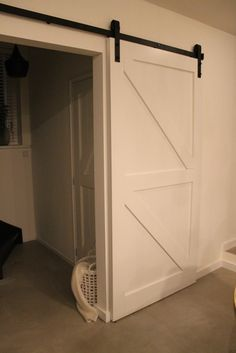 Eigen Huis en Tuin | Praxis. Deze mooie witte houten schuifdeur maak je gewoon…