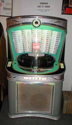 Jukebox museum in Belgium and Netherlands Futuristic Technology, Retro Futuristic, Music Machine, Slot Machine, Music Hits, My Music, Juke Box, Bar, Wall Boxes