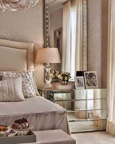 #mulpix Criado mudo espelhado  Chris Hamoui Arquitetura