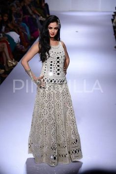 Sonal Chauhan walks for Purvi Dosh at LFW | PINKVILLA