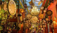 Why We Can't Wait for Christmas in Athens - Greek City Times Athens Bars, The Magic Flute, Most Popular Artists, Bars And Clubs, Cocktail Drinks, Christmas And New Year, Main Street, Restaurant Bar, Best Hotels