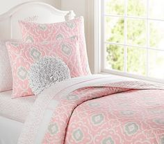 Getting this for Madelynn for her birthday! New big girl room with a daybed.